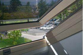 FAKRO Hitzeschutz Netzmarkise AMZ am Dachfenster